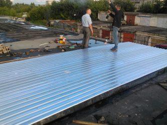 Как покрыть крышу гаража профнастилом своими руками?
