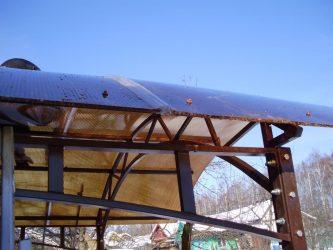 Укладка поликарбоната на навес